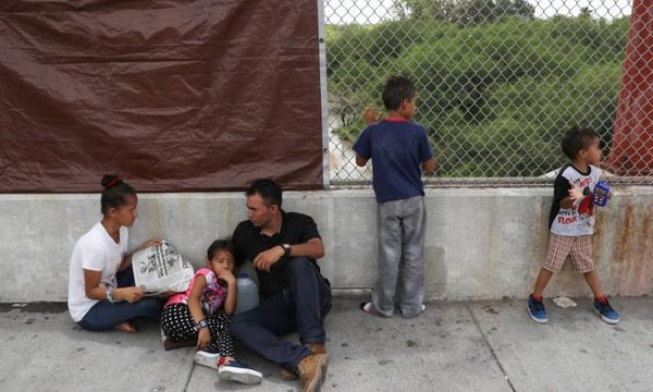 Judge bars separation of immigrants from children, orders reunification