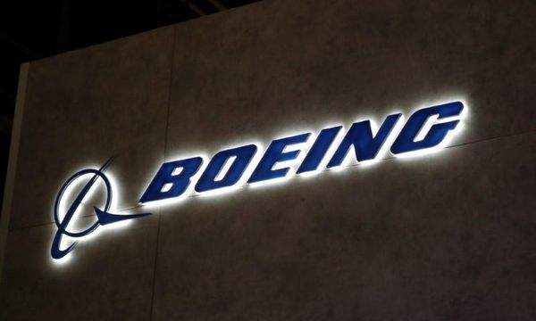 Boeing kicks off air show order battle with DHL deal