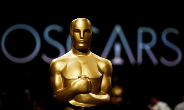 Oscar organizers scrap plan to award four Oscars in commercial breaks