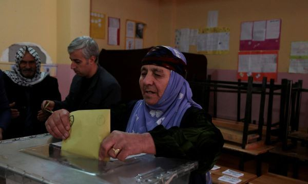 Turks vote in local polls, Erdogan's party could lose in big cities