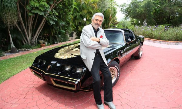 Actor Burt Reynolds' car, cowboy boots going up for auction