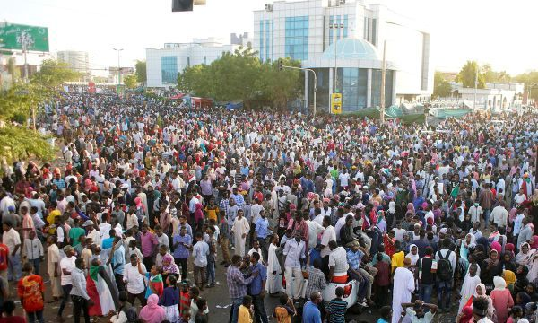 Sudanese protesters await military's response on transition demands