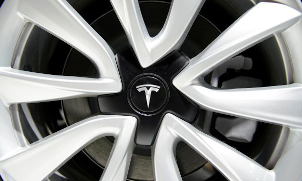 Tesla investigating video of parked Model S exploding in Shanghai