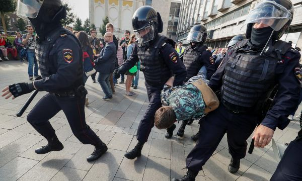 Russian police detain over 800 in opposition crackdown in Moscow